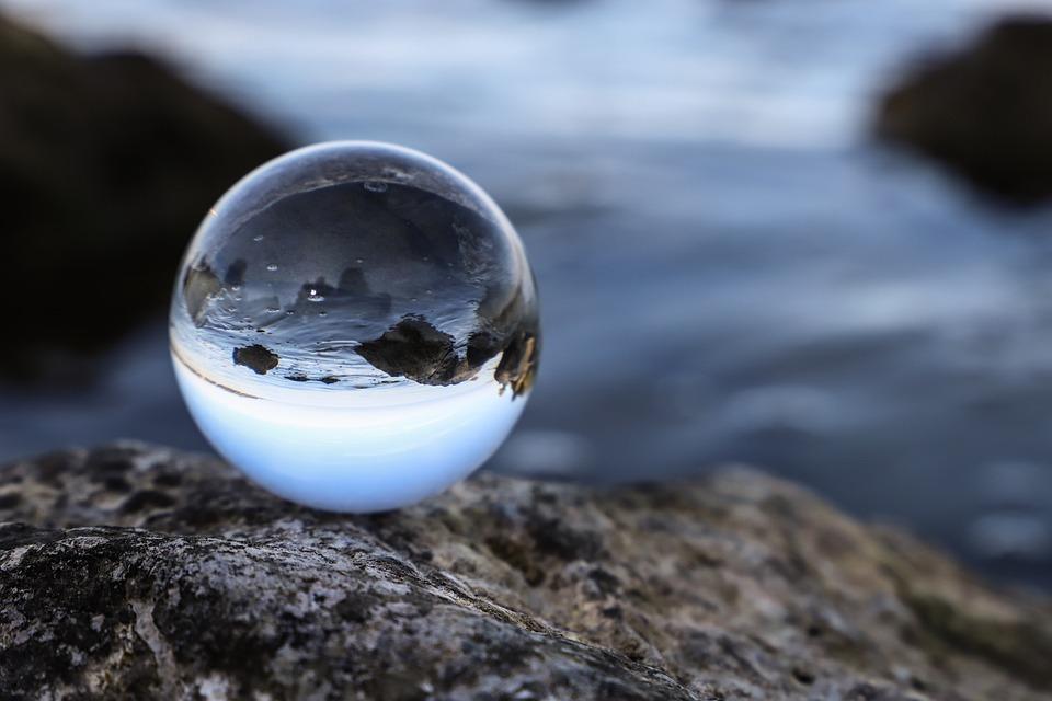 ENERGIZOVANÁ VODA: VLASTNOSTI, KTERÉ PŘEVRÁTÍ MAINSTREAMOVÉ FYZIKÁLNÍ TEORIE